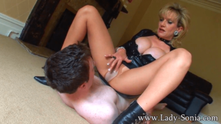 MILF Kent Dons Latex and Facesits Young Guy She Met on Fabswingers